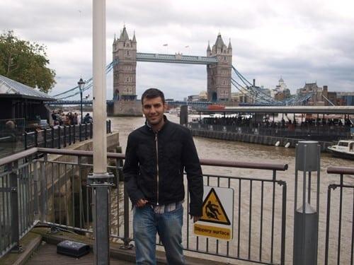 İngiltere'de dil eğitimi alan bir öğrencimiz