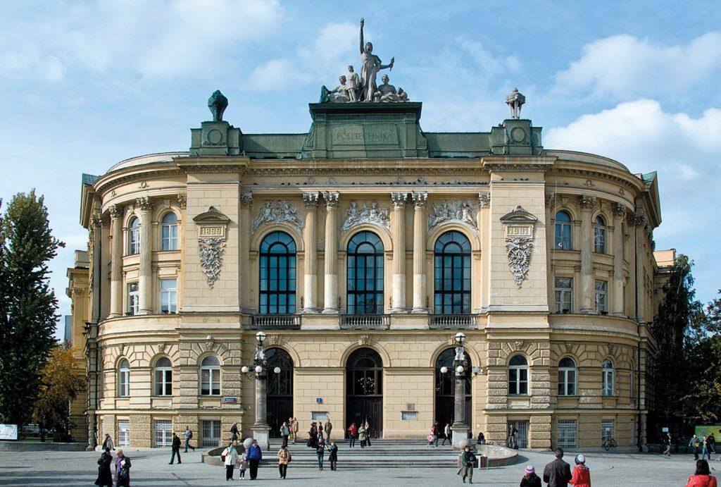 Varşova'da Üniversite Eğitimi